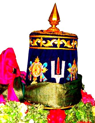 Araiyar kulla' that is adorned with Shanku, Chakram and Thiruman. Photo courtesy The Hindu S.Prabhu
